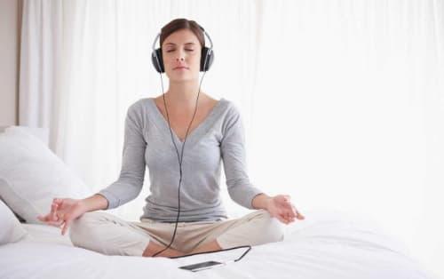 meditacion mindfulness tumbado