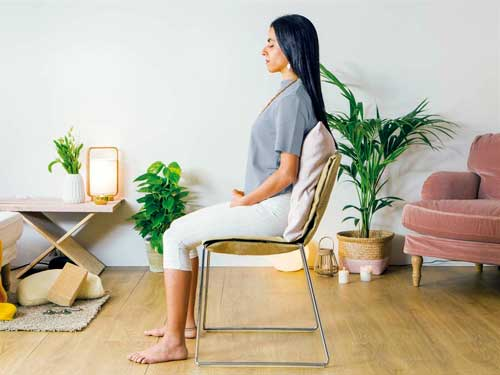 como meditar sentado en una silla